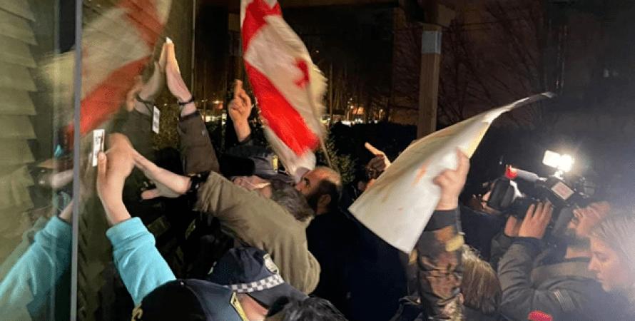 Грузия, Протесты, Отель, Владимир Познер