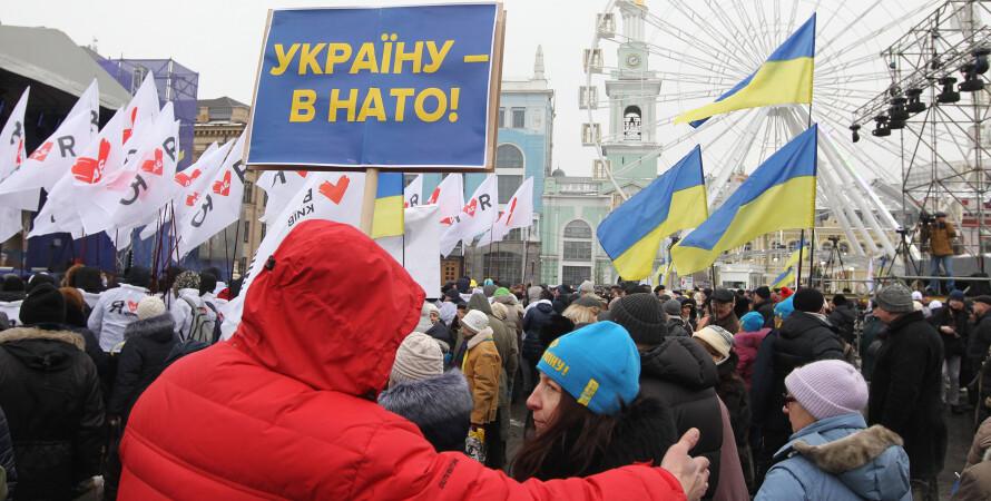 Митинг сторонников вступления в НАТО - фото