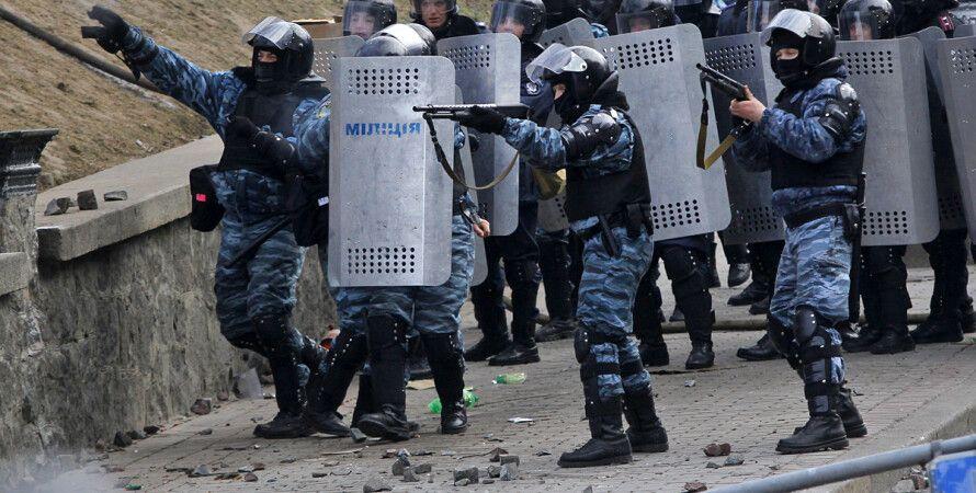 """Беркут"" стреляет по активистам Евромайдана / AP"