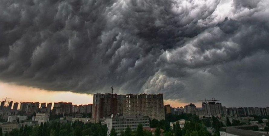 ливень в киеве, станция метро, метро киев, берестейская, академгородок, затопило метро, потоп, затопление, метрополитен