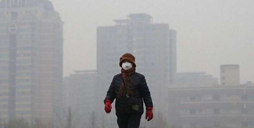 київ, брудне повітря, людина в масці