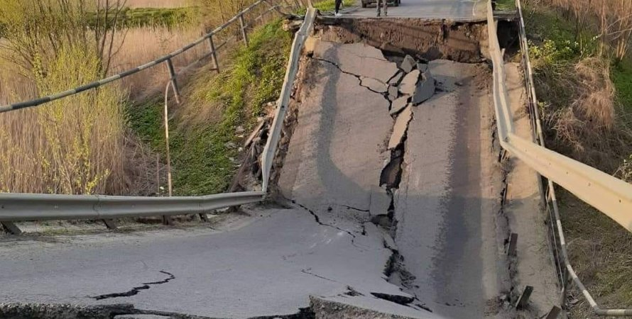Міст, що звалився на трасі Луцьк-Львів
