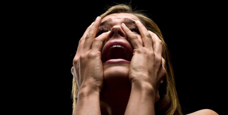 изнасилование, АТО, ООС, отчет amnesty international, плачущая женщина, фото