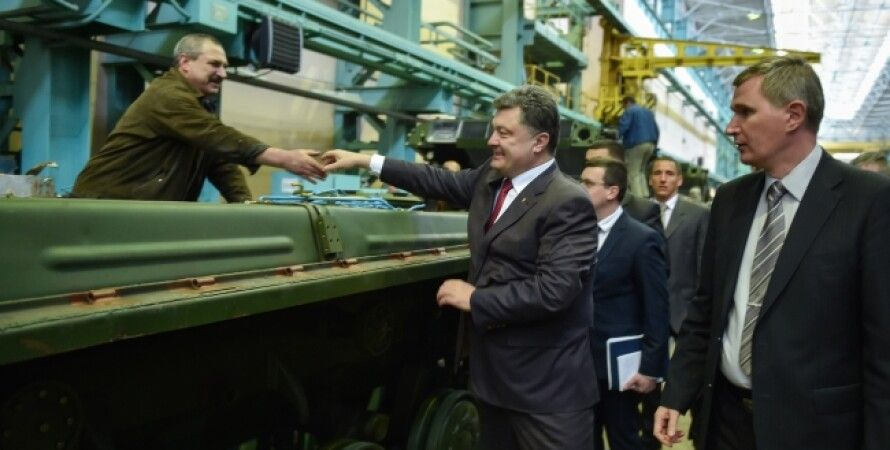 Петр Порошенко на Харьковском бронетанковом заводе / Фото: пресс-служба президента