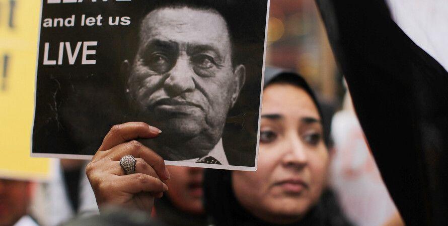 Демонстрант с портретом Хосни Мубарака / Фото: Getty Images