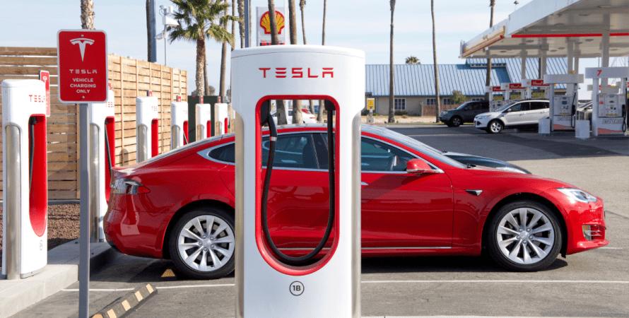 Швидкі станції зарядки Supercharger будуть готові заряджати будь-які електромобілі.