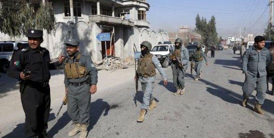 Полиция на месте взрыва в Джелалабаде / Фото: Reuters