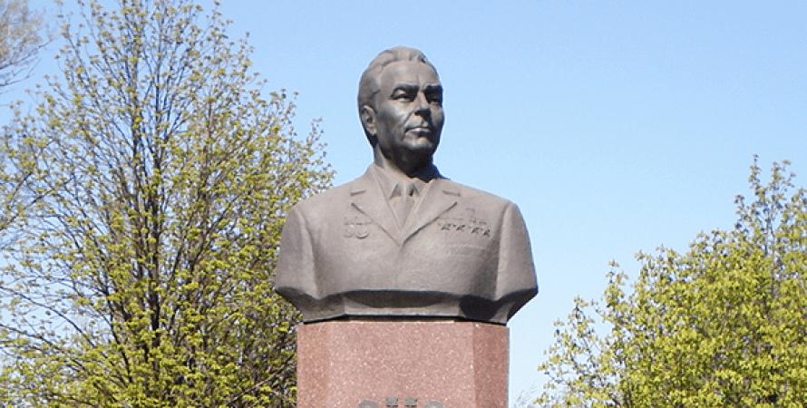 Памятник Леониду Брежневу в Днепродзержинске