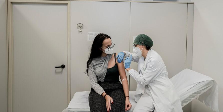 коронавирус, италия, вакцинация, обязательная, медики, фото