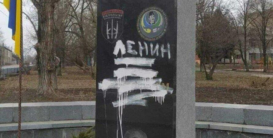 Лисичанськ, пам'ятник, герої-добровольці, вандали,