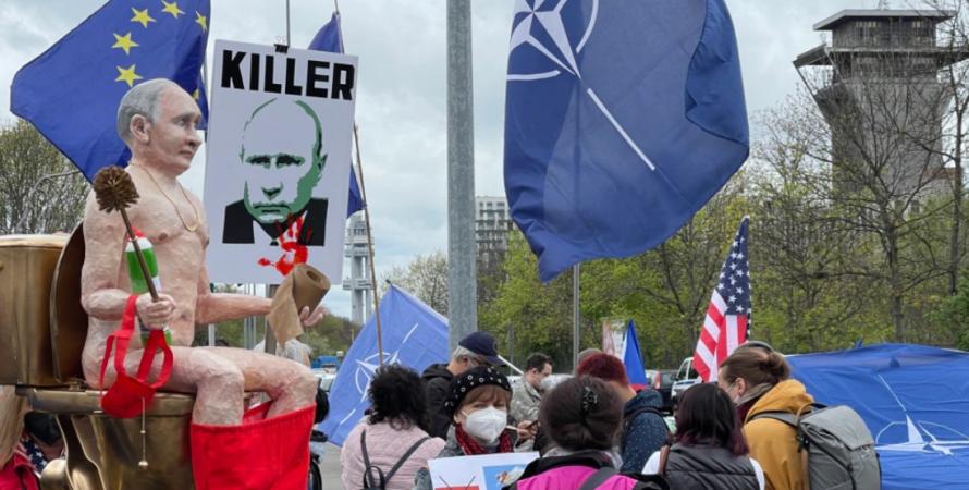 Голый Путин, чехия, прага, ночные волки, россия, рф, байкеры, российские ночные волки