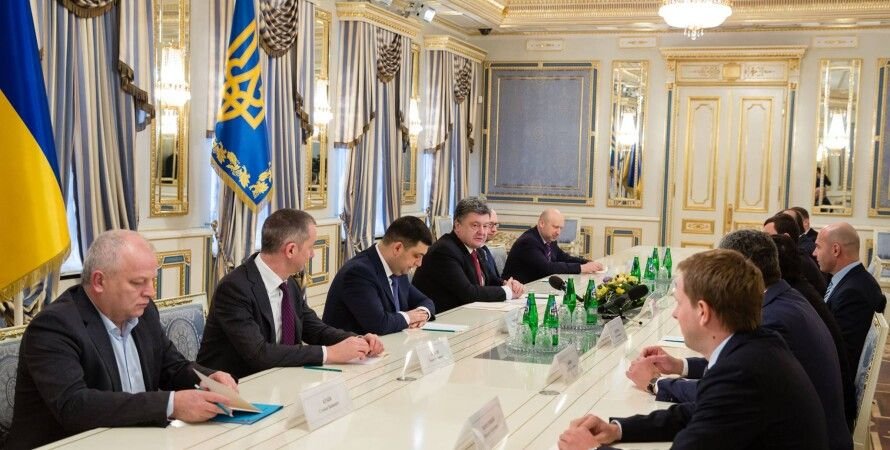 Петр Порошенко на заседании с лидерами парламентских фракций / Фото пресс-службы президента