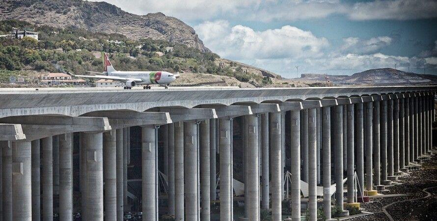 Взлетно-посадочная полоса в аэропорту Мадейры / Фото: routelab.ana.pt