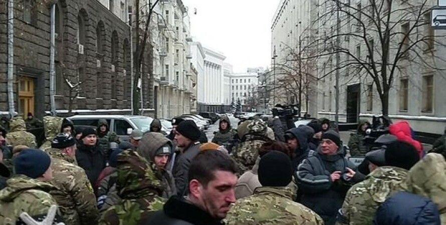 Митинг под стенами АП / Фото: twitter.com/Levko_Stek