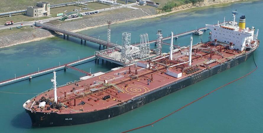 """Нефтяной терминал, порт """"Южный"""", фото"""