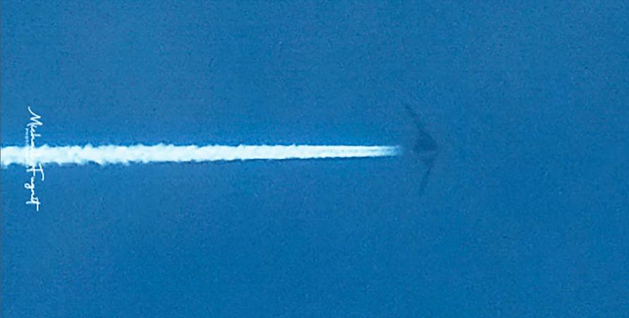 невідомий літак у небі Філіппін