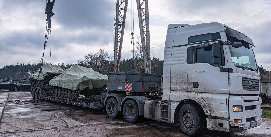 поставки озброєння для армії, армія України,