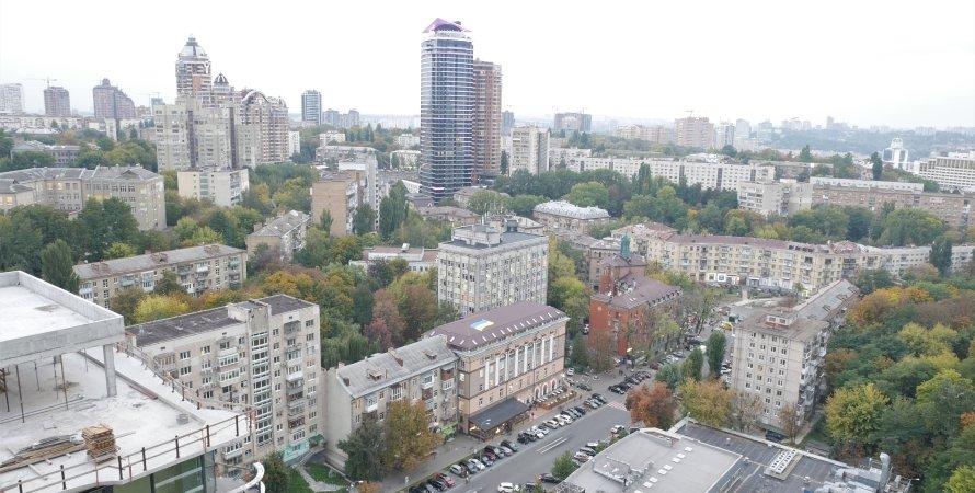 (на фото – вид на улицу Мечникова с высоты строительства элитного ЖК Signature)