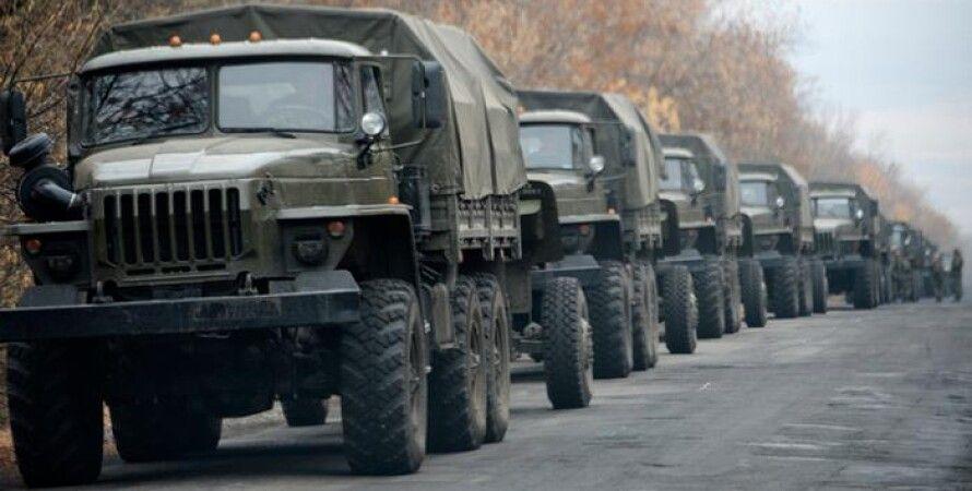 Колонна бронетехники в контролируемой террористами зоне / Фото: АР