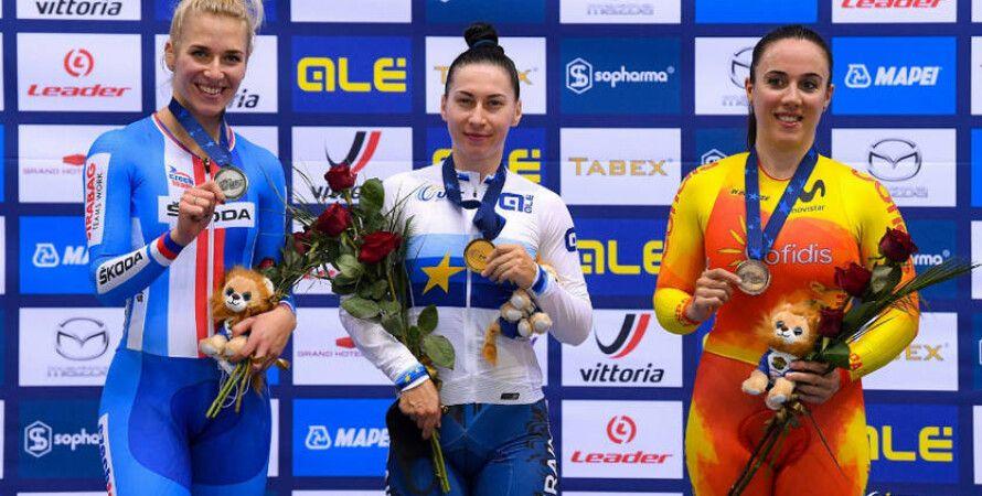 В центре Елена Старикова с золотом чемпионата Европы