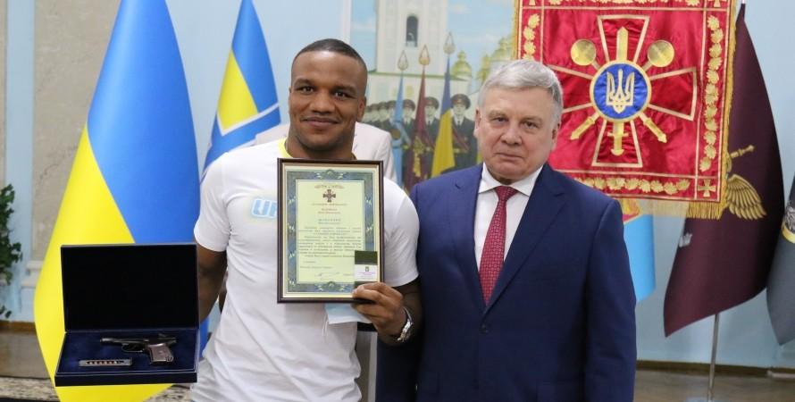 Жан Беленюк отримав нове звання ВСУ і зброю після Олімпіади-2020