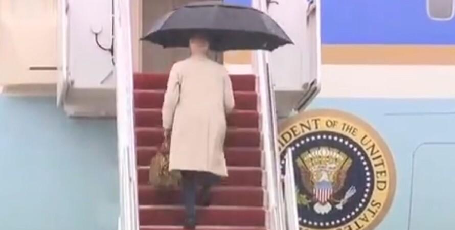 Джо Байден, президент США, самолет, трап, конфуз,