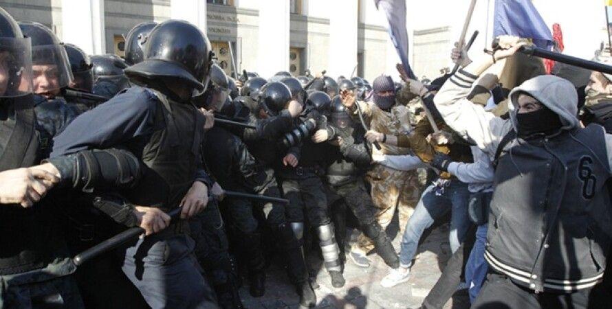 Cтолкновения возле ВР (октябрь 2014 г.) / Фото: Reuters