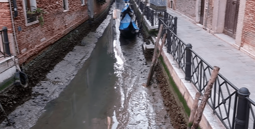 Венеция, каналы, гондолы, прилив
