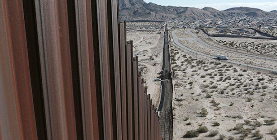 Джо Байден, США, Мексика, Будівництво стіни, Нелегальні іммігранти