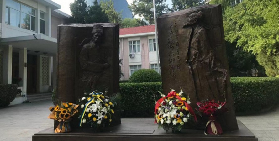 скульптура, памятник, тарас шевченко, китай, пекин, ду фу, памятник кобзарю, мид Украины, посольство украины, врата души