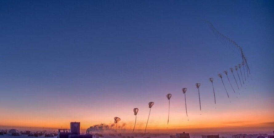 Запуск зондов, измеряющих уровень озона. Фото: Robert Schwarz/University of Minnesota
