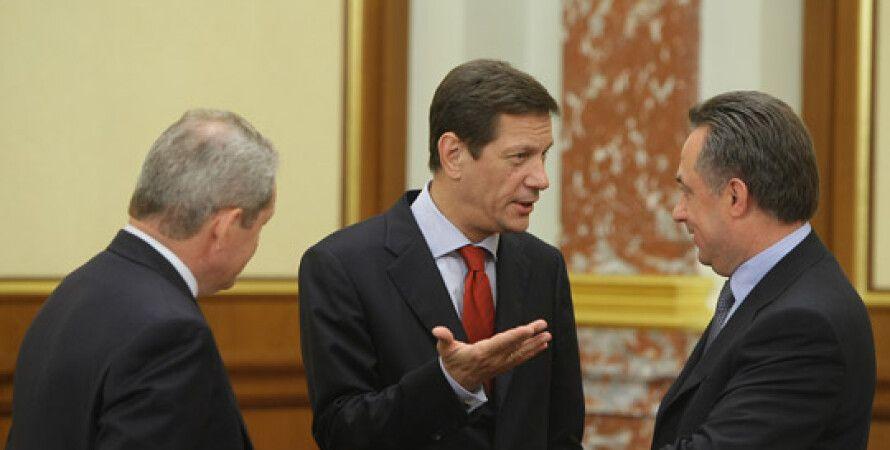 Александр Жуков (в центре) / Фото: Интернет-портал правительства РФ