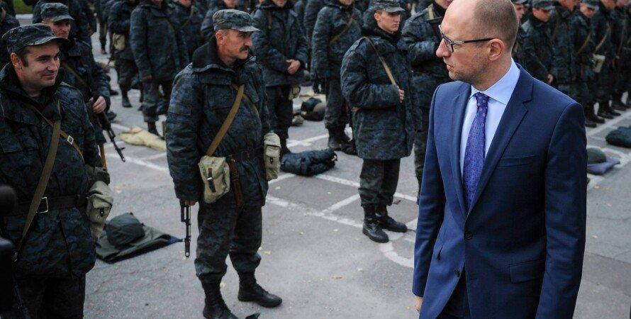 Арсений Яценюк на базе Нацгвардии / Фото: facebook.com/yatsenyuk.arseniy