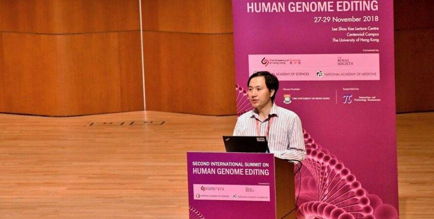 Генетик Хэ Цзянькуй на саммите по редактированию генома человека в Гонконге. Wikipedia