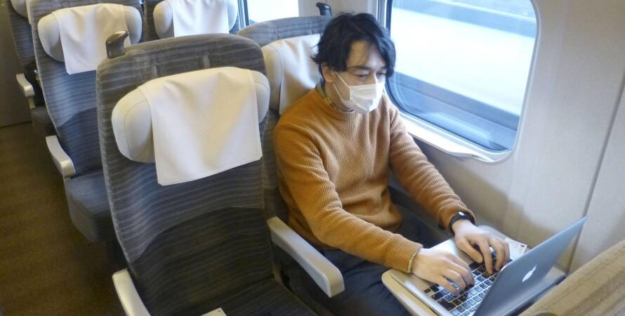 японец, япония, работа в поезде, поезд