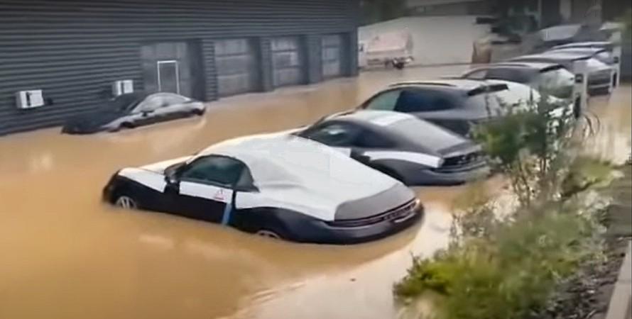 Германия наводнение затопило Porsche
