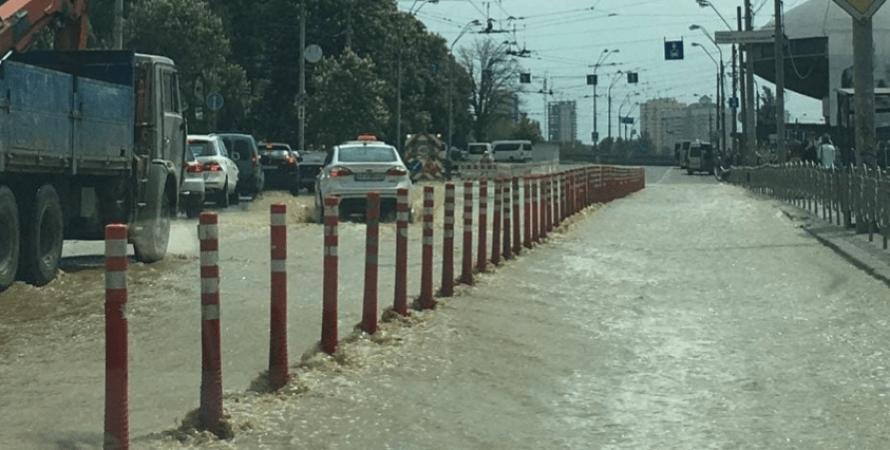потоп, улица владимира антоновича, прорыв трубопровода, потоп