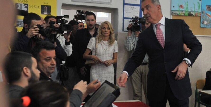 Мило Джуканович после голосования в Подгорице / Фото с сайта Радио Свобода