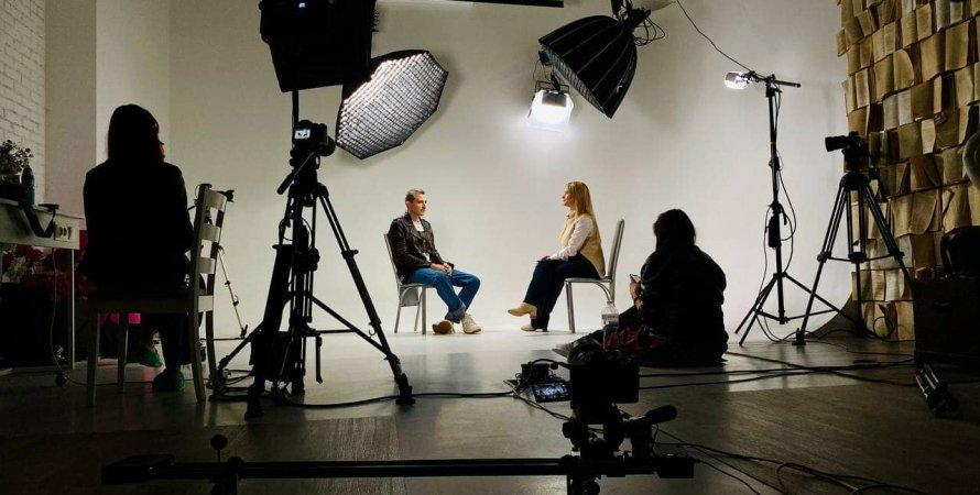 недитячі слабкості, документальний фільм