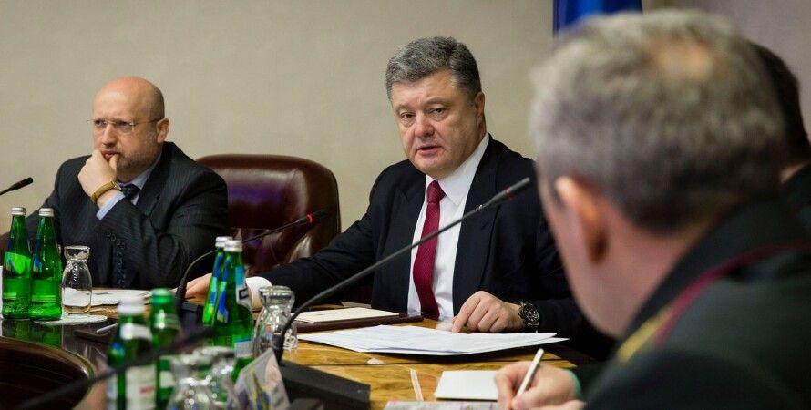 Петр Порошенко на совещании с силовым блоком / Фото пресс-службы президента