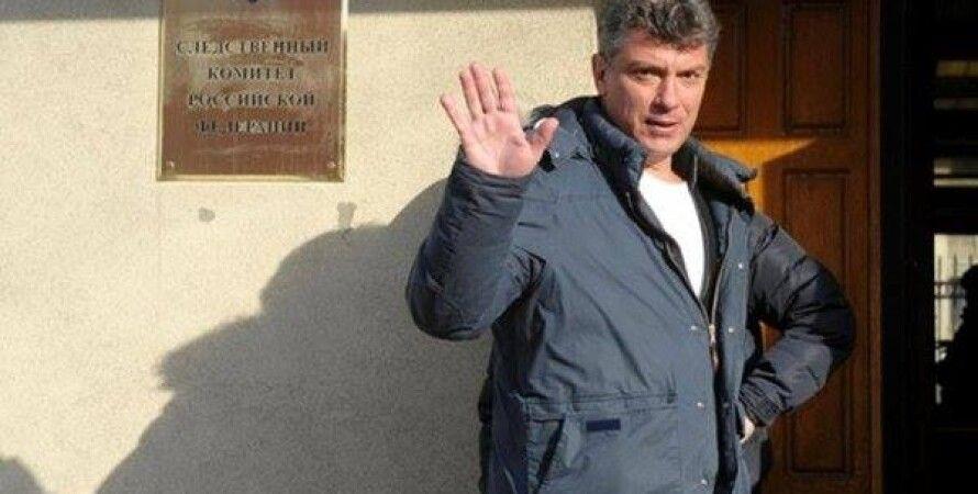 Борис Немцов у здания Следкома РФ / Фото: facebook.com/boris.nemtsov