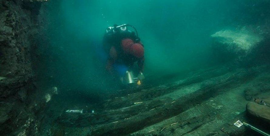 Затонувший древний корабль