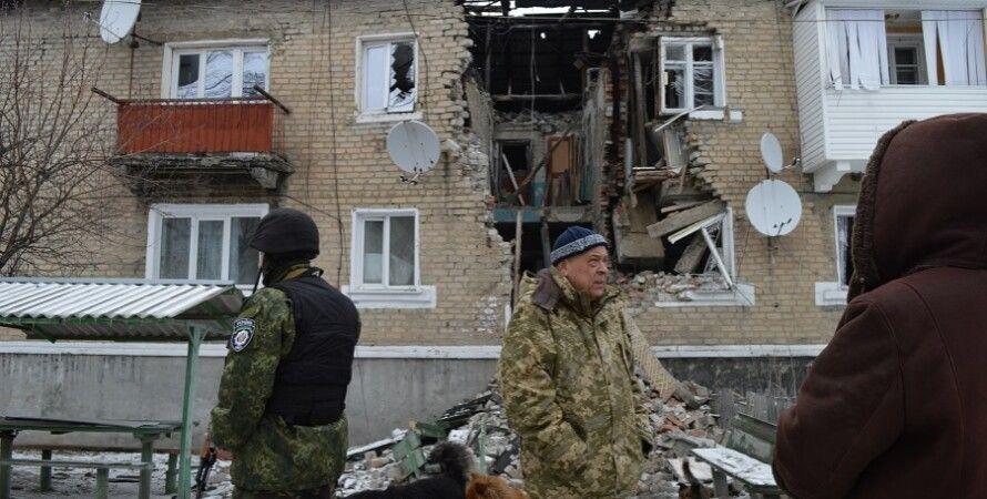 Геннадий Москаль в селе Новотошковка / Фото: Facebook Луганской ОГА