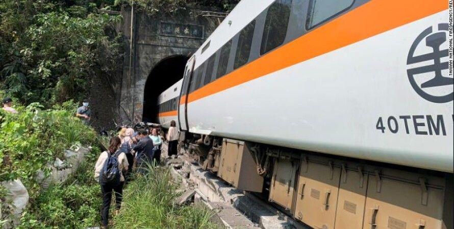 Поезд, Тайвань, железнодорожная катастрофа, туннель, грузовик, жертвы