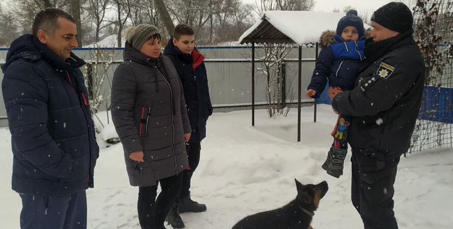 спасенная семья, полицейский, фото, спасение на льду