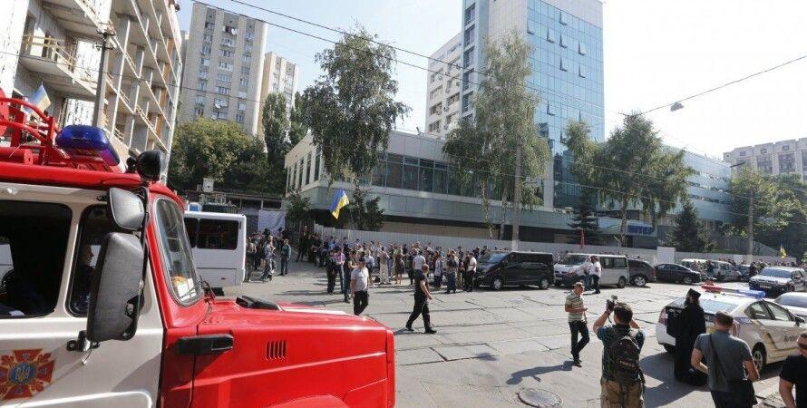 """Активисты блокируют телеканал """"Интер"""" / Фото: УНИАН"""
