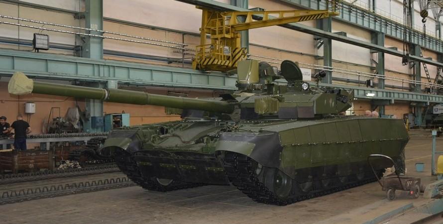 """Танк """"Оплот"""", військовий парад"""