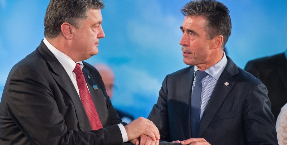 Петр Порошенко и Андерс Фог Расмуссен на саммите НАТО / Фото Getty Images