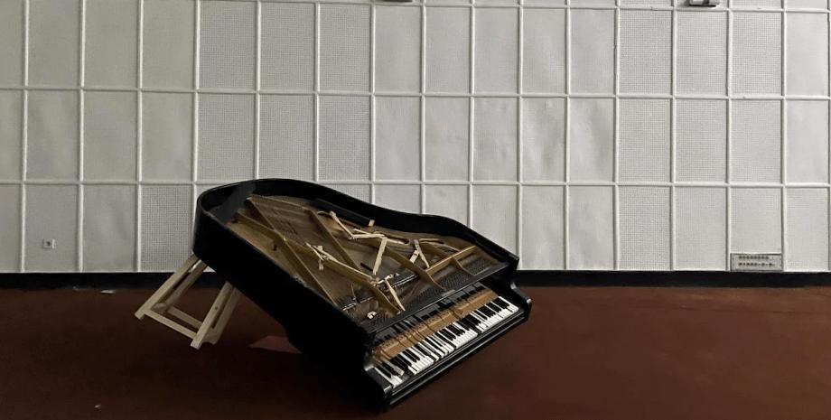 таліби знищують музичні інструменти