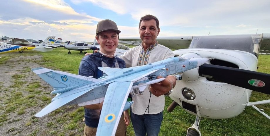 Игорь Табанюк, Дмитрий Комаров, пилот
